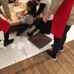 中川礼伽さんが川口市の子供達の為に和紙の紙漉きを教えてくれてます。