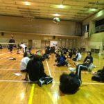 十二月田中学校体育館でシッティングバレーボールの体験会が行われています。